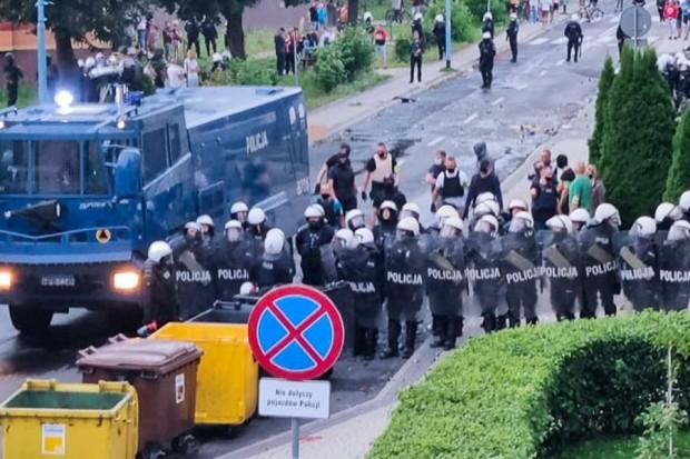 Policja użyła broni, gazu i armatki wodnej. Zatrzymano ponad 40 osób