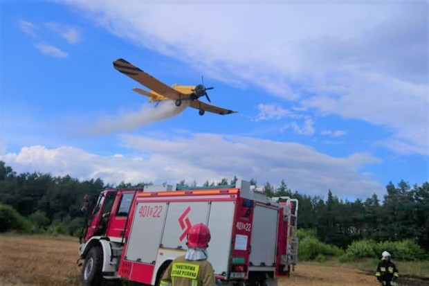 Pożar w Nowej Kuźni. W akcji uczestniczył samolot Dromader