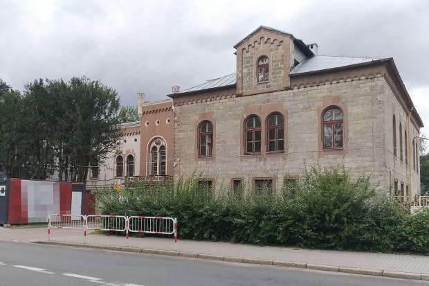 Ukraińcy nielegalnie na budowie nowego Muzeum Ceramiki w Bolesławcu. Pracodawcy grozi do 30 tys. zł grzywny