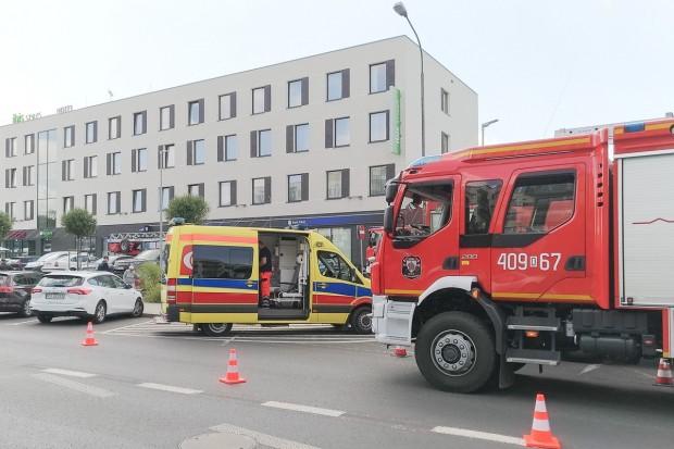Duże siły strażackie przy hotelu Ibis w Bolesławcu. Wiemy, co się stało