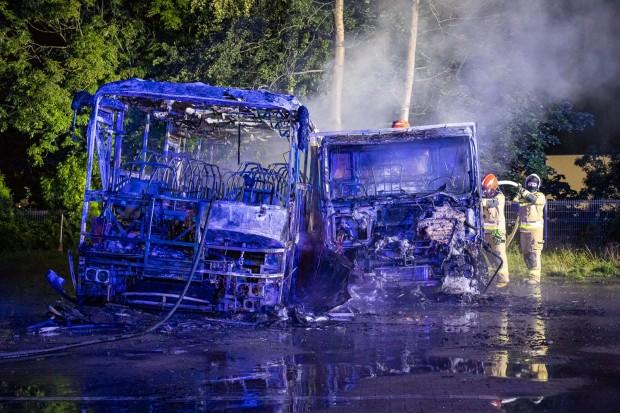 Dwa pojazdy spłonęły nocą na terenie ośrodka szkoleniowego kierowców