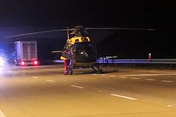 Poważny wypadek na A4, jedna osoba uwięziona w pojeździe. Lądował śmigłowiec LPR