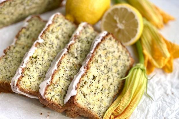 Cytrynowy chlebek z cukinii z makiem