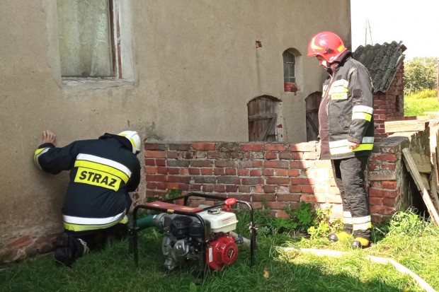 Kolejny raz strażacy z Wierzbowej wyjeżdżali do zalanej piwnicy