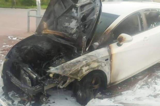 Podpalił samochód przy sklepie, twierdził, że jest z... CIA. Bohaterska akcja strażaka