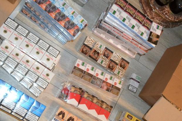 Wpadli z nielegalnymi papierosami wartymi 131 tys. zł. Zabezpieczono znaczną ilość gotówki