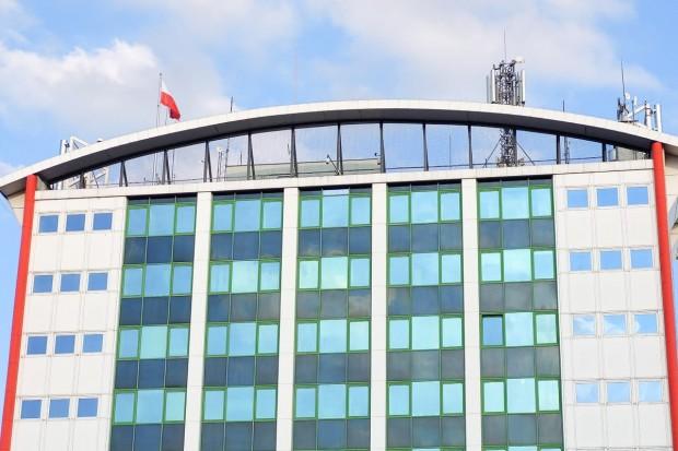 Czytelnik: Dlaczego na naszym wieżowcu nie powiewa flaga UE?
