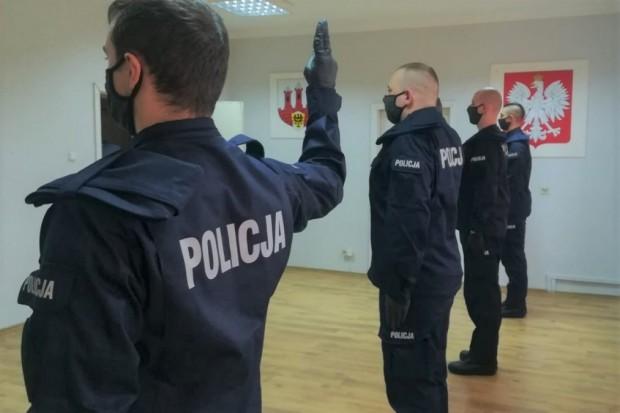 Czterech nowych policjantów w bolesławieckiej komendzie