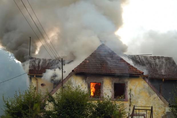 Stracili w pożarze domu cały swój dobytek. Możesz pomóc