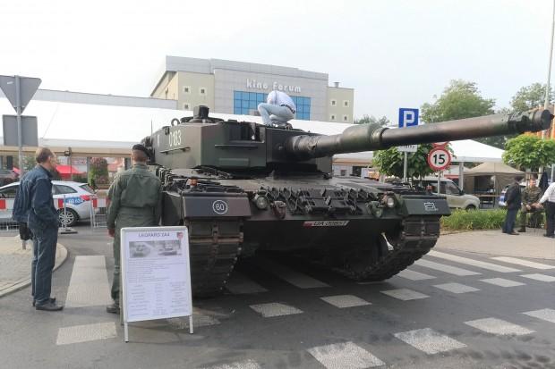 Czołg na pl. Piłsudskiego. Wiemy, z jakiego powodu tam stoi