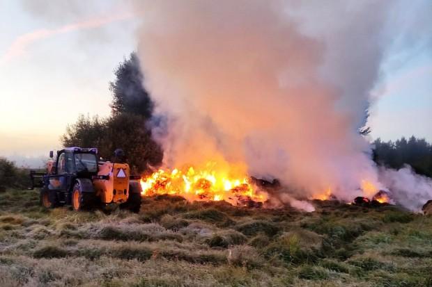 Akcja straży pożarnej między Gromadką a Wierzbową