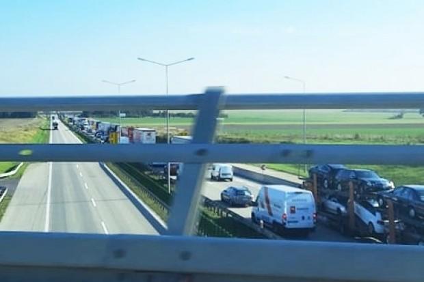 Wielokilometrowy korek na A4, częściowo zamknięta DK18. Bolesławiec zakorkowany