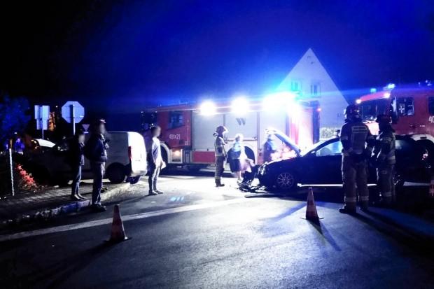 Zderzenie dwóch aut na skrzyżowaniu Staszica z Góralską