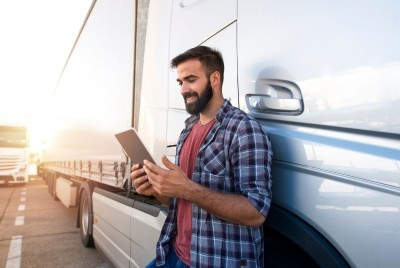 Faktoring online dla branży transportowej – sposób na zatory płatnicze