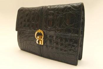 Nastolatka ukradła torebkę i wpadła z haszyszem