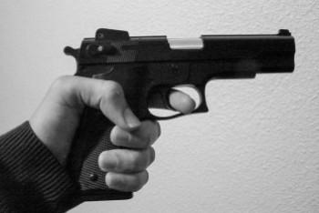 Recydywista pięć razy strzelił w kierunku swojej ofiary. Został zatrzymany po godzinie