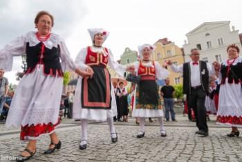 Parada i taniec na rozpoczęcie Festiwalu Bałkańskiego