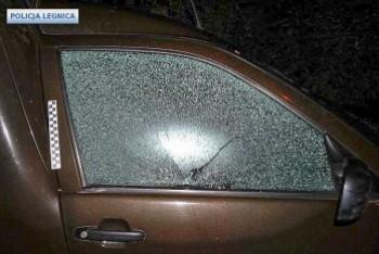 Na parkingu urządzili sobie strzelnicę, strzelali do... aut. Wandale zatrzymani