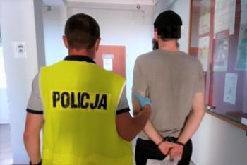 Poszukiwany diler zatrzymany, trafił już do więzienia. Ukrył dragi w... koszu na śmieci