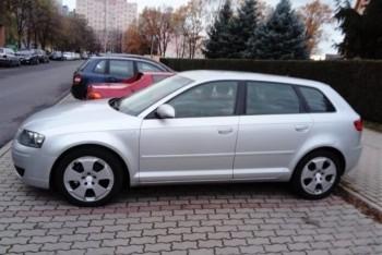 Ukradli samochód marki Audi, poszkodowani proszą o pomoc. WYSOKA NAGRODA