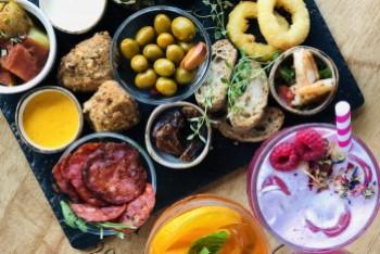 Weekend z hiszpańskimi tapas i bąbelkami w Winestone!
