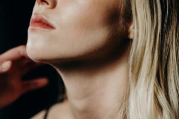 Farba do włosów blond – co zrobić, by pokryła ciemne włosy?