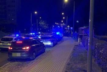 Nocna akcja policji na wysokości przystanku autobusowego przy Karola Miarki