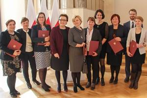 """Nauczycielki z """"dwójki"""" docenione przez minister Zalewską"""