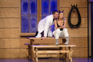 Dobra komedia Teatru Kamienica w bolesławieckim kino-teatrze Forum