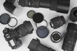 Aparat to nie wszystko. Zobacz, jakie akcesoria fotograficzne wybrać.