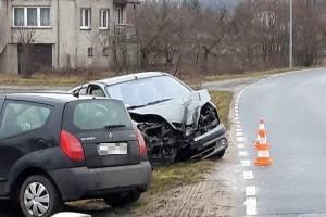 Warta Bolesławiecka: kierująca autem ścięła latarnię