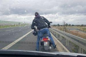 Motorowerzysta zasuwał ekspresówką, bo… tak go poprowadził GPS