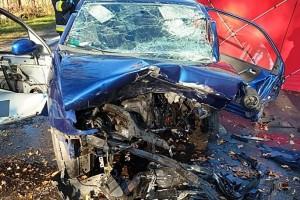 Śmiertelny wypadek. Czołówka dwóch pojazdów, kierowca seata zginął na miejscu