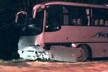 Samochód osobowy zderzył się z autobusem w Żerkowi…