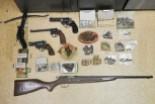 Nielegalny arsenał w garażu 54-latka. Kolekcjonerowi grozi do 8 lat więzienia