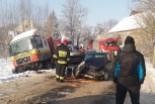 Wypadek między Ocicami a Lwówkiem: Corsa zderzyła się z ciężarówką