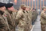 Nudne przywitanie Amerykanów, dwóch żołnierzy już…