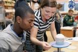 Wizytę Amerykanów w Ceramice Artystycznej relacjonowały TVN i TVN24