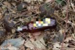 Ludzkie odchody, puszki i butelki po libacjach na górce za Dino
