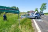 Wypadek na wjeździe do Tomaszowa – kobieta trafiła do szpitala