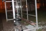 Poszukiwany wandal-recydywista zdemolował dwa auta, przystanek i drzwi