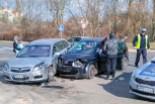 Zderzenie dwóch aut koło stadionu – jedna osoba ranna
