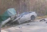 Opel zderzył się z przyczepą z gruzem. 48-latka le…