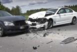 Czołowe zderzenie dwóch aut w Gromadce, obaj kierowcy ranni