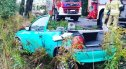 Opel wypadł z drogi koło Nowogrodźca. Strażacy musieli odciąć dach pojazdu