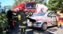 Śmiertelny wypadek koło Krzyżowej. Zderzenie peugeota z mercedesem. 24-letnia kobieta nie żyje. UTRUDNIENIA