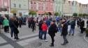 """Protestują na bolesławieckim Rynku, nie chcą polexitu. """"My w Unii ZOSTAJEMY"""""""