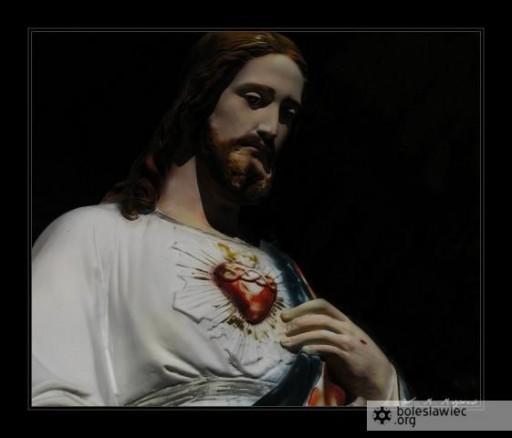 Figura Jezusa sprzed kościoła MB Różańcowej