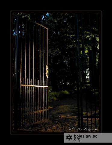 Brama byłego cmentarza miejskiego
