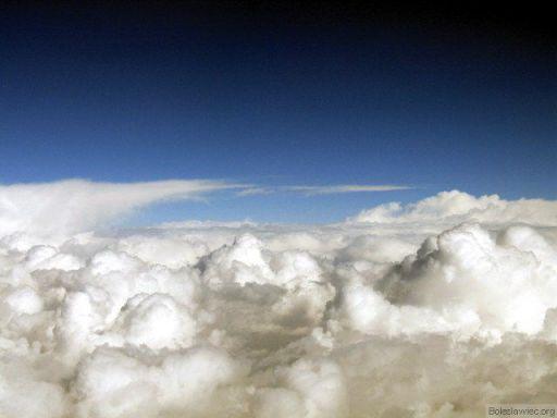 Chmury pod samolotem